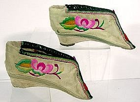 Lotus Shoes from HeBei silk embroidered lotus blossom