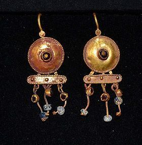 AN ANCIENT ROMAN GOLD PAIR OF EARRINGS