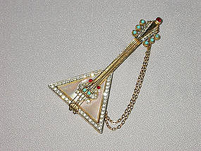 STRINGED INSTRUMENT BROOCH BY MANDLE