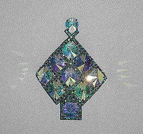 DOROTHY BAUER AUSTRIAN CRYSTAL CHRISTMAS TREE  PIN