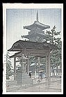 Hasui Woodblock - Zentsuji Temple in Rain