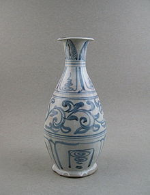 A Good Annamese B/W  Pear-Shaped Bottle Vase