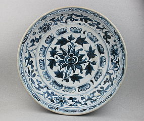 A RARE EXAMPLE OF LARGE VIETNAM'S BLUE & WHITE DISH