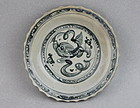 A MING STYLE CELADON GLAZE & B/W PATTERN WITH LION PLAYING DISH