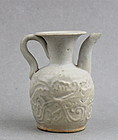 A WHITE GLAZE EWER WITH INCISED DESIGN ( YUAN DYNASTY )