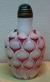 Chinese pink overlay glass snuff bottle