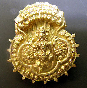 Gold repousse priest amulet: Krishna dancing on Katiya