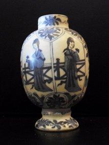 Chinese Kangxi blue and white jar with Long Eliza decor