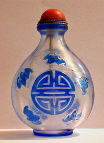 Peking glass snuff bottle with longevity sign and bats