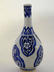 A Chinese Export Miniature Bottle Vase. 18th C