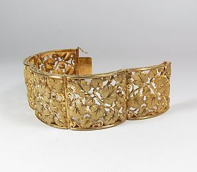Large, estate 18k Florentine brushed gold leaf motif bracelet