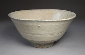 Very Rare and Fine Punchong White Slip Tea Bowl-16th C