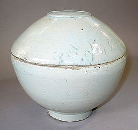 A Fine  and Large White Porcelain Bowl and Cover