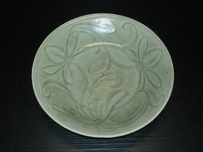 Song yuan longquan celadon carved flower dish