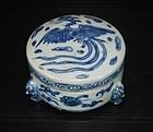 Ming Hongzhi - Zhengde cover box with three legs