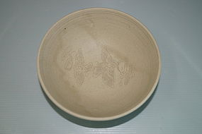 Rare Five dynasties Yue bowl with carved birds motif