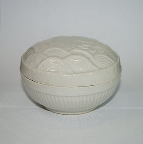 Rare late Ming white glaze cover box with fish motif