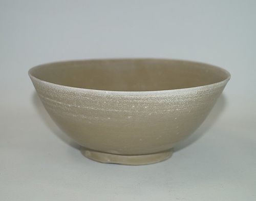 Rare Tang - Five dynasties yue ware celadon large bowl