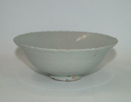 Rare Yuan dynasty shufu white glaze lobbed rim bowl