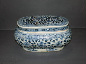 Early Ming 15th century blue and white large brush box