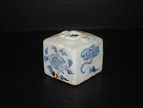 Rare Yuan dynasty blue and white square jar