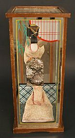Unique Artistic Creation of Geisha in Mirror Box