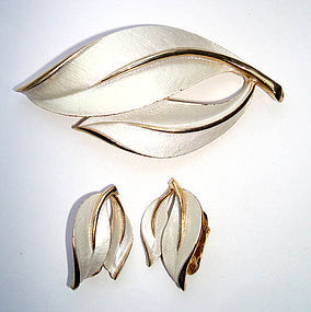 Brooch and Earrings 3 piece White Enamel in Goldtone