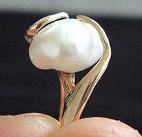 Mod 14K Gold Ring with Large Pearl - Signed