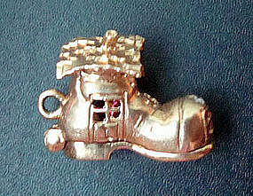 14K Gold Old Lady Who Lived in a Shoe Charm Opens 3D