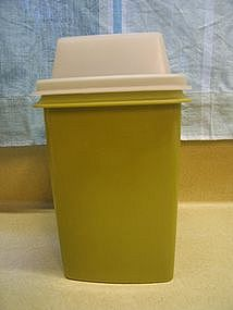 Tupperware Pickle Keeper