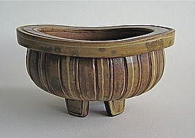 Fantastic Fasta Bowl on Five Feet by Wilhelm KÃ¥ge