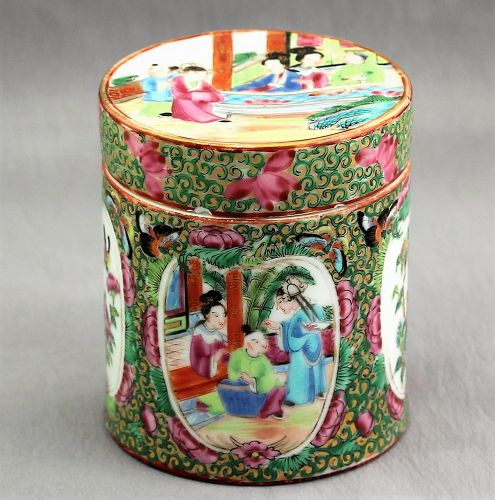 Chinese Export Rose Mandarin Porcelain covered Box, 19th C.