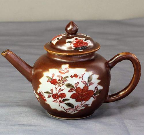 Chinese Export Cafe au Lait Porcelain Tea pot, 18th C.