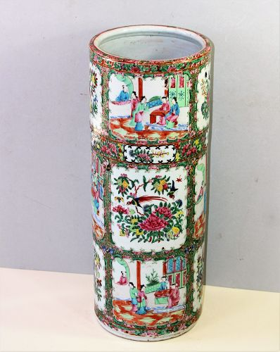 Chinese Export Rose Medallion Porcelain Umbrella Stand, 19th C.