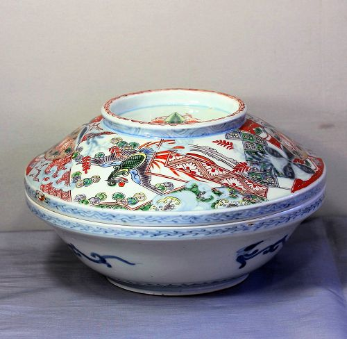 Japanese Imari Porcelain Serving Bowl with Cover, Meiji period