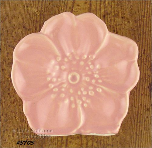 McCOY POTTERY � FLOWER BLOSSOM WALL POCKET