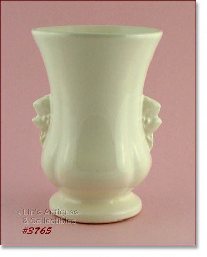 McCOY POTTERY � WHITE VASE (8 ¼�)