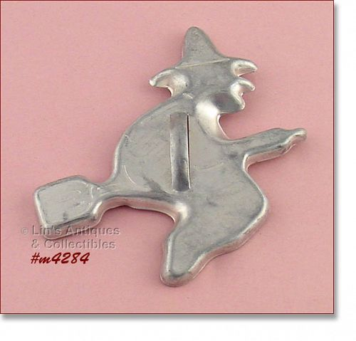 ALUMINUMWARE � WITCH ON BROOM COOKIE CUTTER