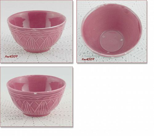 VINTAGE POTTERY � SMALL PINK BOWL