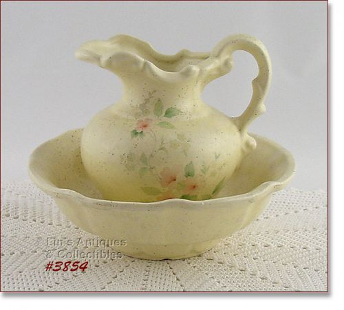 McCOY POTTERY � PITCHER AND BOWL (ROMANCE PATTERN)