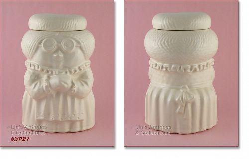 McCOY POTTERY � GRANDMA (GRANNY) COOKIE JAR (ALL WHITE)