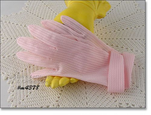 VINTAGE FOWNES PINK GLOVES (SIZE 6)