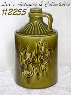 McCOY POTTERY -- COOKIE JUG COOKIE JAR (GREEN)