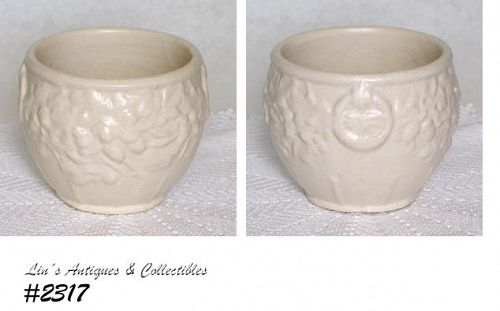McCOY POTTERY -- LEAVES AND ACORNS JARD. (MATTE WHITE)