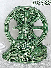 McCOY POTTERY -- WAGON WHEEL VASE (GREEN)