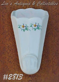 McCOY POTTERY -- FLORAL COUNTRY WALL POCKET