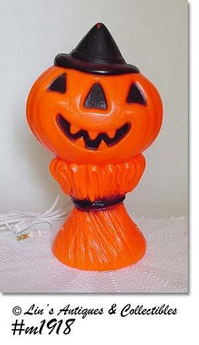 VINTAGE 1969 PUMPKIN ON CORN HALLOWEEN LIGHT MADE BY EMPIRE PLASTICS