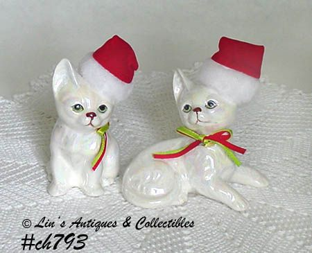 PAIR OF VINTAGE CHRISTMAS KITTEN FIGURINES MADE BY ENESCO