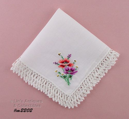 HANDKERCHIEF, WHITE WITH BOUQUET AND CROCHET
