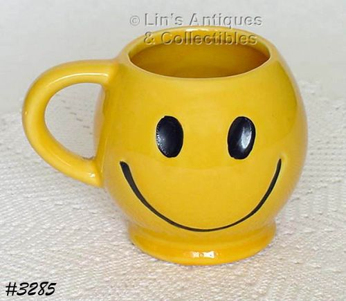 McCOY POTTERY -- SMILE (HAPPY) FACE CUP / MUG